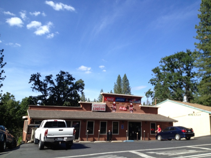 The Groveland pizzeria, as I awaited my second tow in three days.